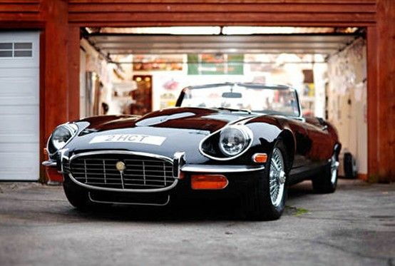 Jaguar E-Type Series III – 1974 (sexy, but not very usable..)