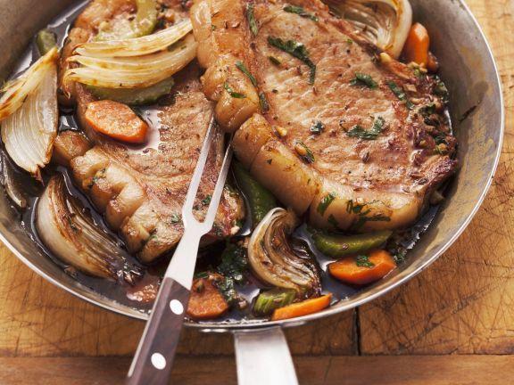 Schweinerippchen in Biersoße ist ein Rezept mit frischen Zutaten aus der Kategorie Schwein. Probieren Sie dieses und weitere Rezepte von EAT SMARTER!