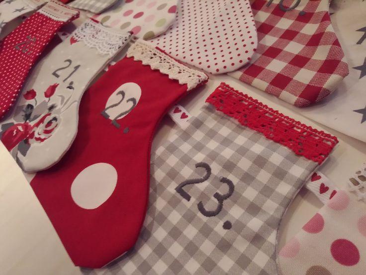 Joulukalenteri sukista 24 pientä sukkaa