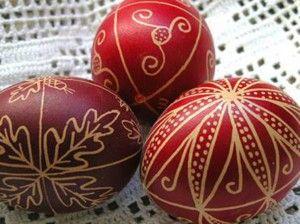 множество способов окраски яиц к Пасхе.