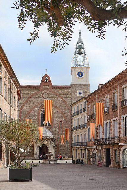 La place de la cathédrale St Jean Baptiste de Perpignan   by dalbera