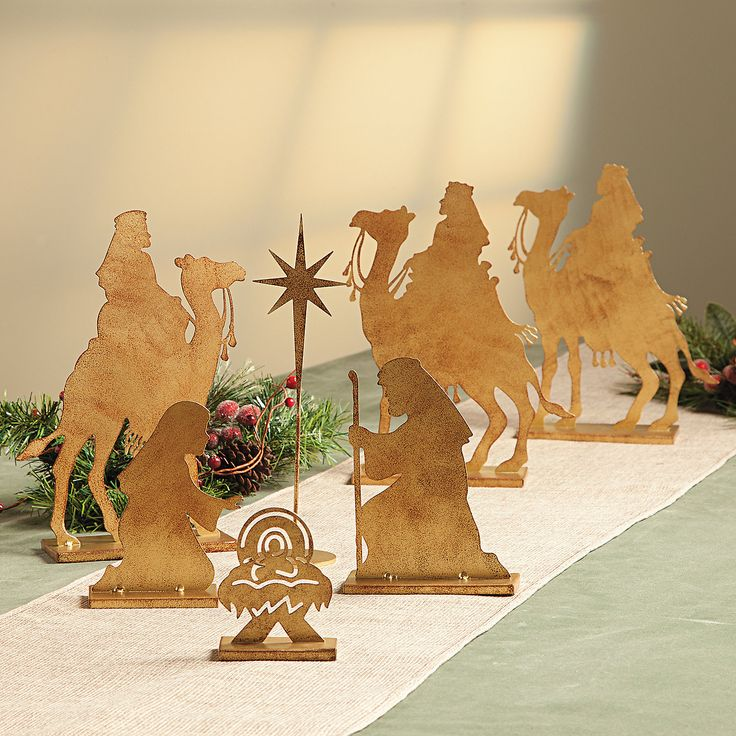 Nativity Wise Men & Nativity Tabletop Set - TerrysVillage.com