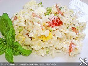 Reissalat mit Tomaten, Lauch und Käse