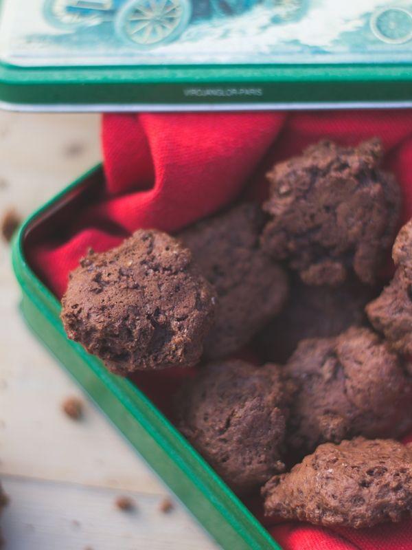 Vegan gooey chocolate cookies , vegane klebrige schokokekse mit banane und kokosblütenzucker