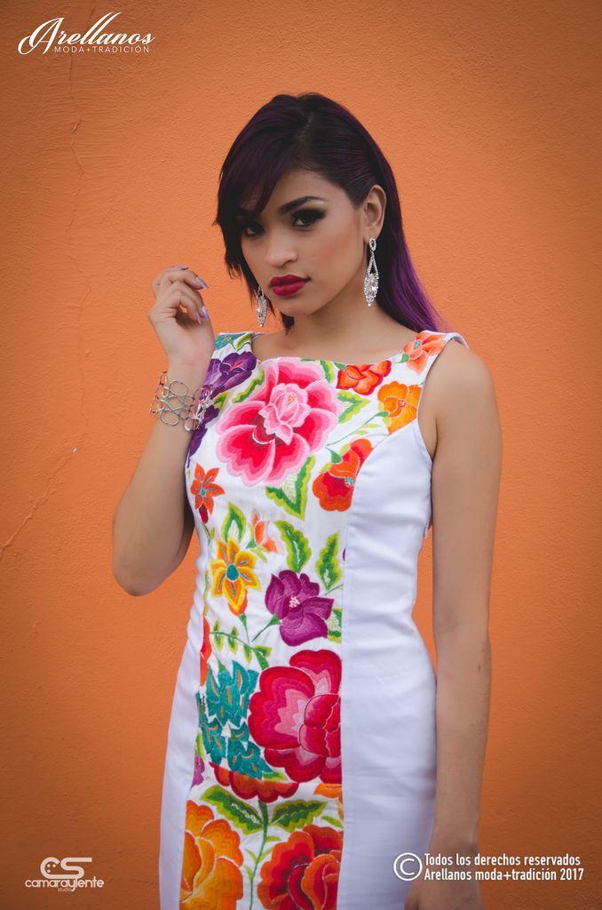 f6961395b4c21 Ivonne Tela  Algodón gabardina strech Tipo de bordado  A mano con aguja y  olan original Región en la que se elabora  Istmo de Tehuantepec Diseño   Vestido en ...