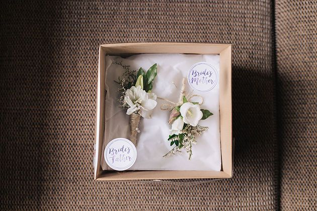 Bohemian wedding | Garden theme | Buttonholes | Purple | White | Rose Gold | Groom | Oy Photography