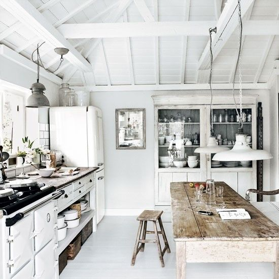 seventeendoors: sea side house: Kitchens Interiors, Kitchens Design, Dreams Kitchens, Luxury Kitchens, Interiors Design, Rustic Kitchens, Wood Tables, Design Kitchens, White Kitchens