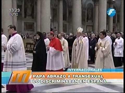 Más gestos: El Papa comió como un empleado más del Vaticano - YouTube