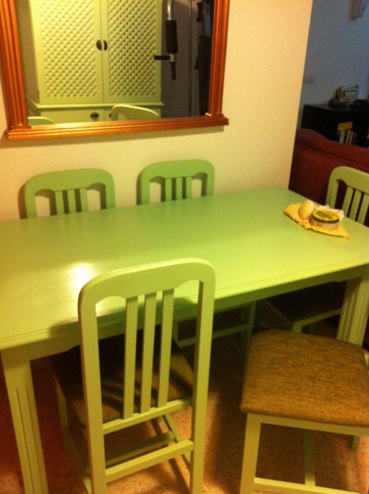 Mesa y sillas restauradas