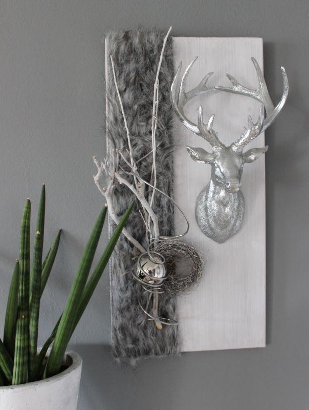 Fresh HE Wanddeko aus neuem Holz wei gebeizt dekoriert mit nat rlichen Materialien Kunstfellband