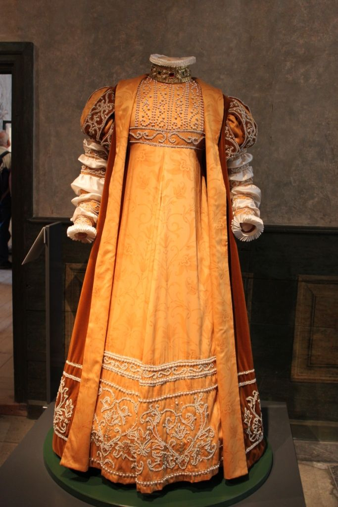 Margareta Leijonhufvud dress ca 1551