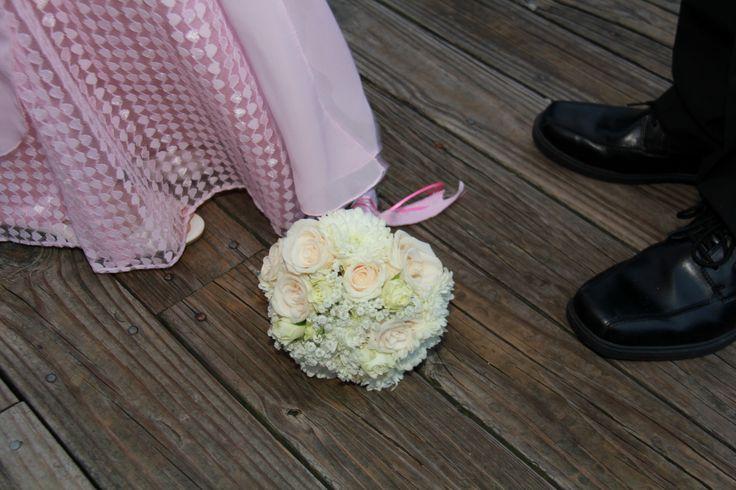 baby's breath, white roses, ivory roses, white cremones