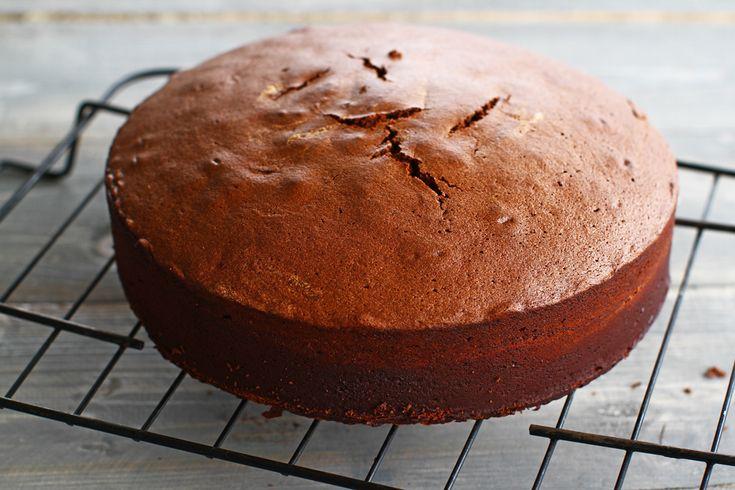Blat de tort umed cu ciocolată, rețetă pas cu pas