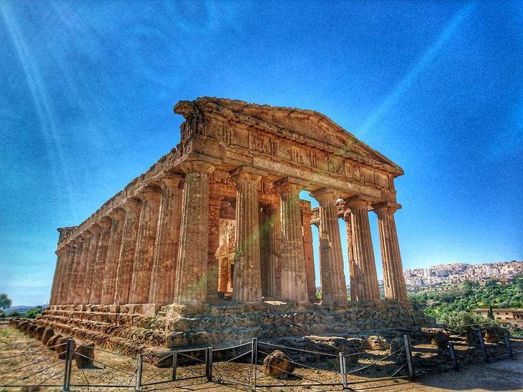 Tempio della Concordia  #Agrigento #akragas #springbreak #spring #valledeitempli #sicilia #ilovesicily #ilovesicilia #sicily  #magnagrecia #magnagreciaawards #templi #greek #architecture  #ciauturin