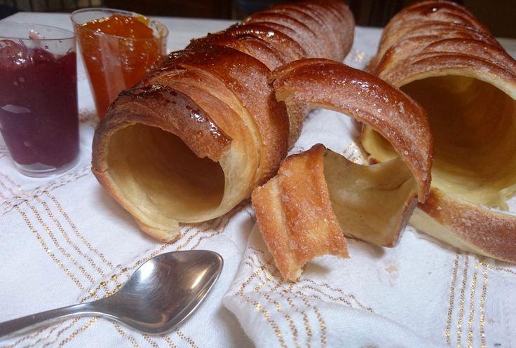I kurtoskalacs con pasta madre sono un dolce tipico di Budapest di cui mi sono innamorata a prima vista e che ho trovato divinamente buono