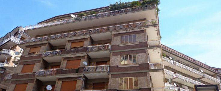 Appartamento di circa 70 mq con annesse balconate di 12 mq, composto da ingresso, soggiorno, camera da letto, bagno e ripostiglio. Box pertinenziale di circa 20 mq.