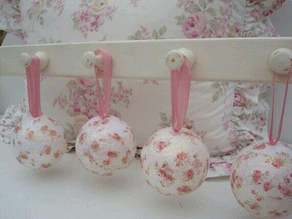 Shabby chic pink Christmas decorations. Cute!