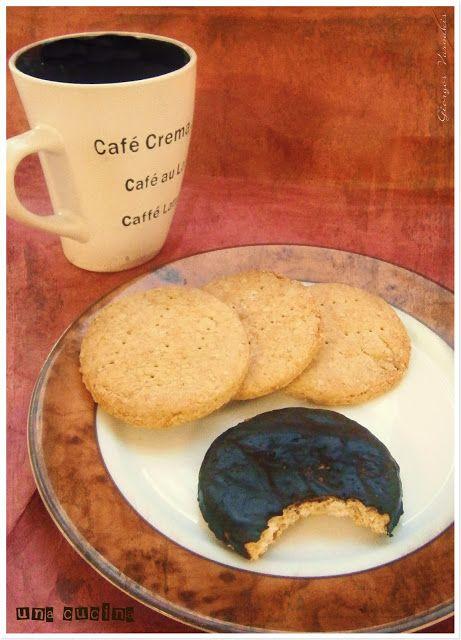 ΜΠΙΣΚΟΤΑ DIGESTIVE | una cucina  Σκέτα ή με επάλειψη σοκολάτας είναι πάντα σωστός πειρασμός !! Τώρα τα φτιάχνουμε και στο σπίτι!!!!!!!