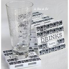 "Sous-verre en bois en forme de palette ""drinks here"""