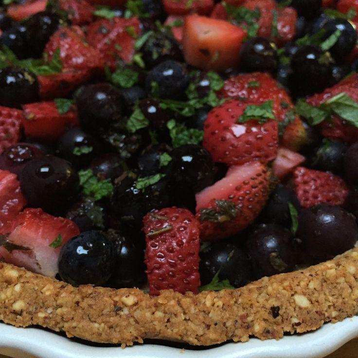 Berry tart with maple nut crust