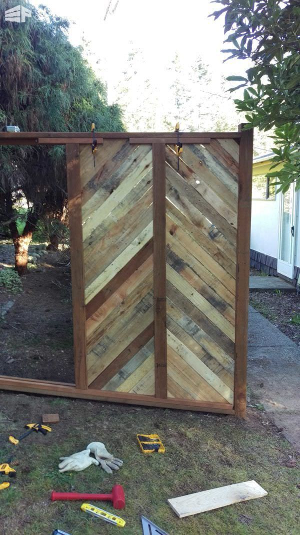 25 unique pallet fence ideas on pinterest wood pallet. Black Bedroom Furniture Sets. Home Design Ideas