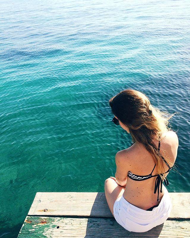 Começamos o dia em Split com a maior chuva e no meio da tarde o sol apareceu e fez o maior calor - Surpresas boas de viagens || @aricretella || summer - sea - outfit - long hair - beach - sunny - blue - water - adventure - croatia - travel tip - dicas de viagem - blog de viagem - Croatia - aventura - mulher