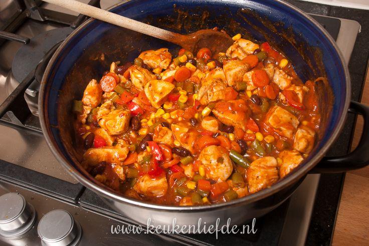 De gevulde Mexicaanse wraps zijn favoriet bij Johan en Ella-Marie, maar na het proeven van deze kip enchilladas is er een nieuwe favoriet bij.