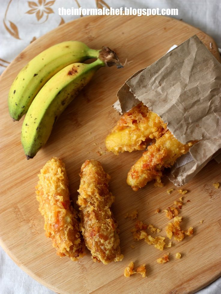The batter is light and airy when fried, giving the banana that perfect crunch. It uses only one type of flour which makes it even more convenient. The batter is also flavoured and tinted with a hint of turmeric powder. The frying banana is coated with another layer of fried batter that gives it that extra lasting crunch. This could be achieved by pouring the batter into the frying banana and quickly rolling the banana on the crispy bits.
