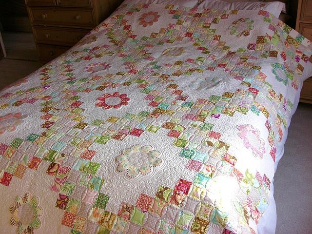 irish chain quilt and applique flowers. Quilting Pinterest