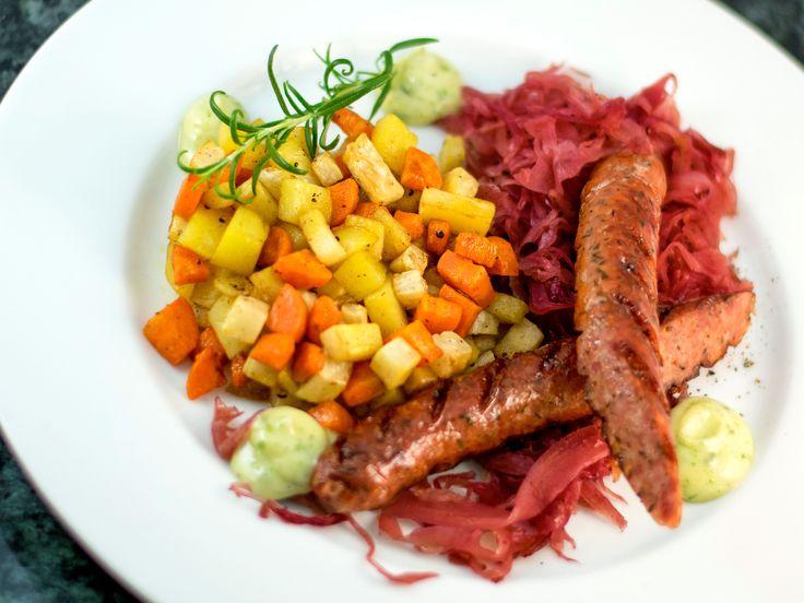 Lammkorv med rotsakspytt och rosmarinmajonnäs | Recept från Köket.se