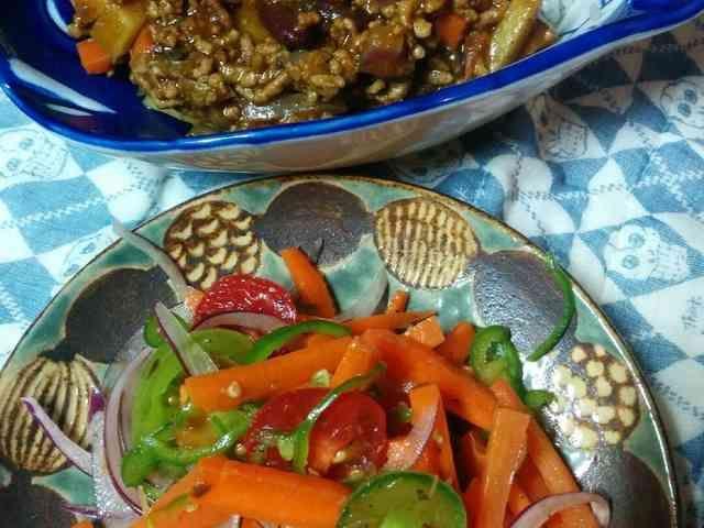 にんじんサラダ・スリランカ家庭版風              青山一丁目のスリランカ料理店、タップロボーンのカピラさんのおうちで食べる人参サラダを教えていただきました。作り置きにも。