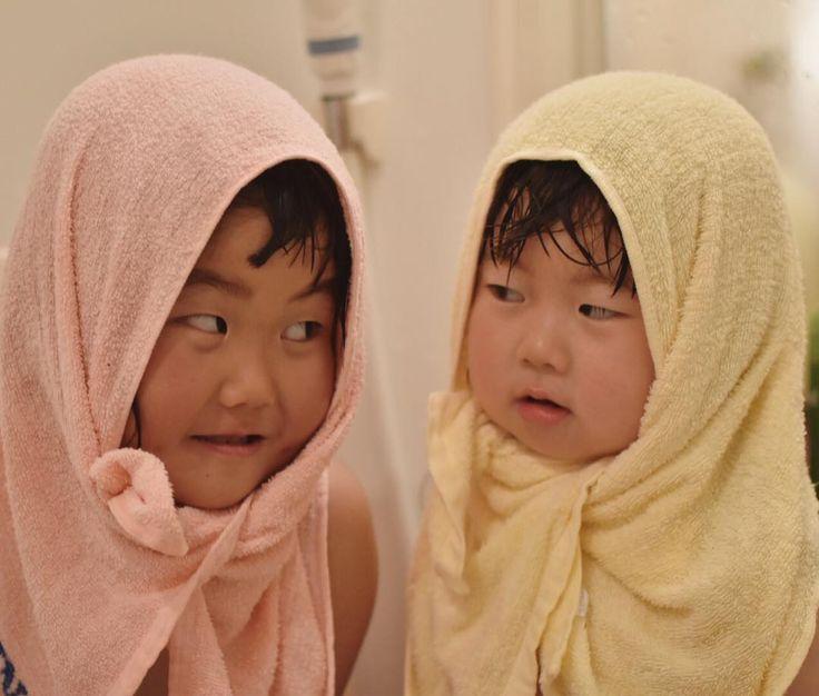"124 Likes, 7 Comments - kana (@ku_neru_hasyagu) on Instagram: ""お風呂上がり前の妖怪二匹。 ・ ・ #粗品タオル#コドモノ#コノビー#ベビリトル#ママリ #親バカ部 #親バカママプレス #ママプレス #コドモダカラ#コズレ#kids_japan #ig_kids…"""