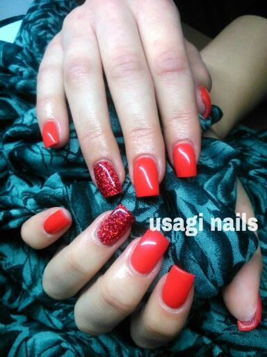 Red love nail