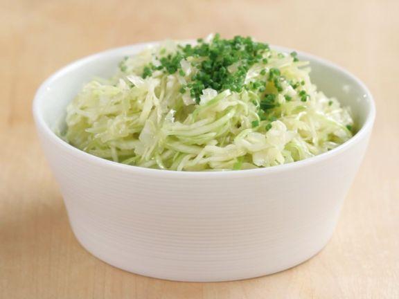 Weißkrautsalat herstellen ist ein Rezept mit frischen Zutaten aus der Kategorie Marinaden. Probieren Sie dieses und weitere Rezepte von EAT SMARTER!