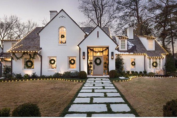 """5,416 Likes, 46 Comments - Southern Living (@southernlivingmag) on Instagram: """"Shine bright. ✨ #MySouthernHoliday : @atlanta_photographer, via @katiebrannenmcguirk"""""""