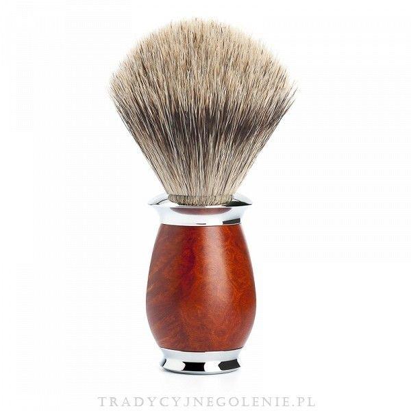 Wysokiej klasy niemiecki pędzel do golenia Muhle z ręcznie selekcjonowanego włosia borsuka klasy fine badger. Rączka mosiężna, niklowana i chromowana, wykonana z pięknego drewna Briar Wood polerowanego na wysoki połysk. Pędzel sprzedawany w eleganckiej firmowej tubie. Średnica knota przy podstawie: 21mm