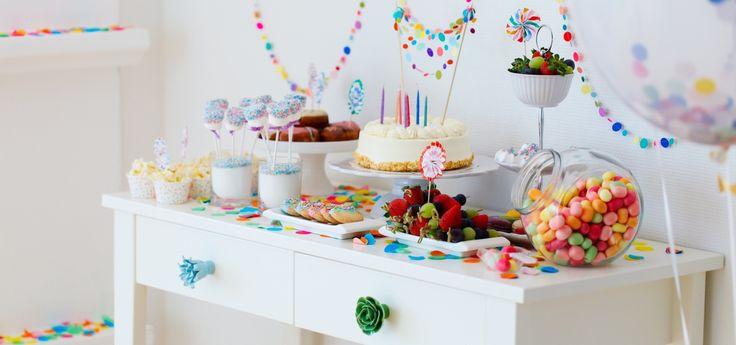 60 идей как украсить комнату на день рождения ребенка http://happymodern.ru/kak-ukrasit-komnatu-na-den-rozhdeniya-rebenka/ Милые гирлянды в виде разноцветных кружочков, пронизанных нитью Смотри больше http://happymodern.ru/kak-ukrasit-komnatu-na-den-rozhdeniya-rebenka/