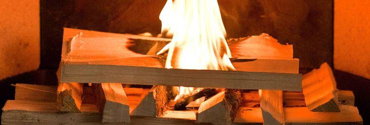 Het vuur op de juiste manier aansteken  Het aansteken gaat niet altijd even gemakkelijk. Wie 's winters weleens een koud, houten huisje is binnengekomen, weet dat er verschillende manieren zijn waarop je het vuur op gang kunt brengen. Onze manier is echter een beproefde methode om gemakkelijk vuur te maken die ook nog …