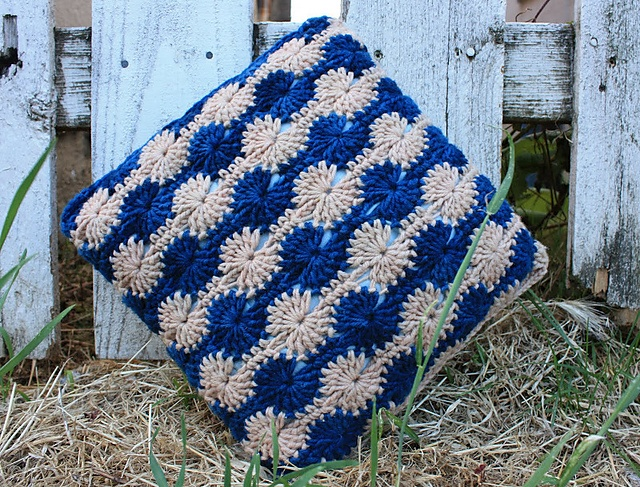 Ebb and Flow Pillow free pattern by Brian Harrison just stunning! adore this & 464 best Crochet Cushions \u0026 Covers images on Pinterest   Crochet ... pillowsntoast.com
