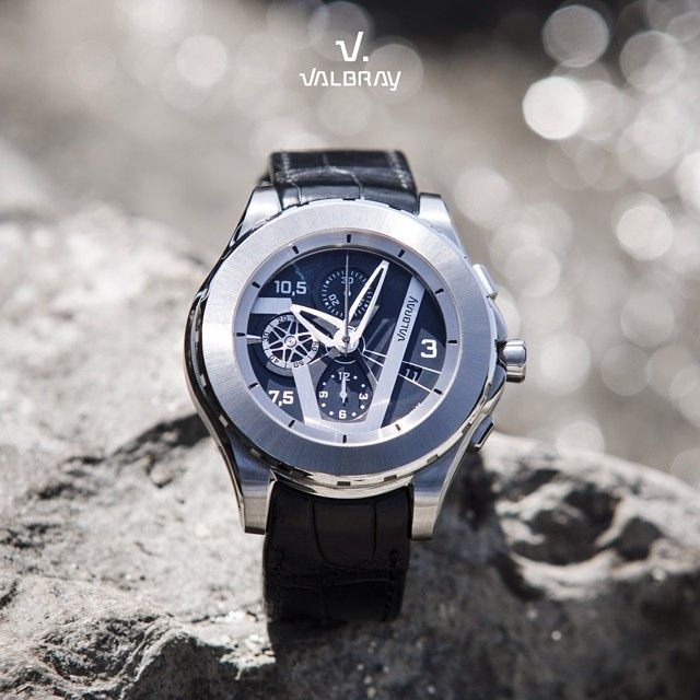 Valbray Classicism and timelessness with this Oculus Chrono Achromatic Black.