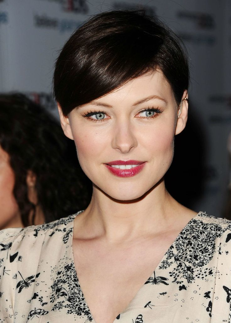 Hairstyles to watch out for in 2012: Face of Regis Emma Willis short crop.  I'm about ready to do this!