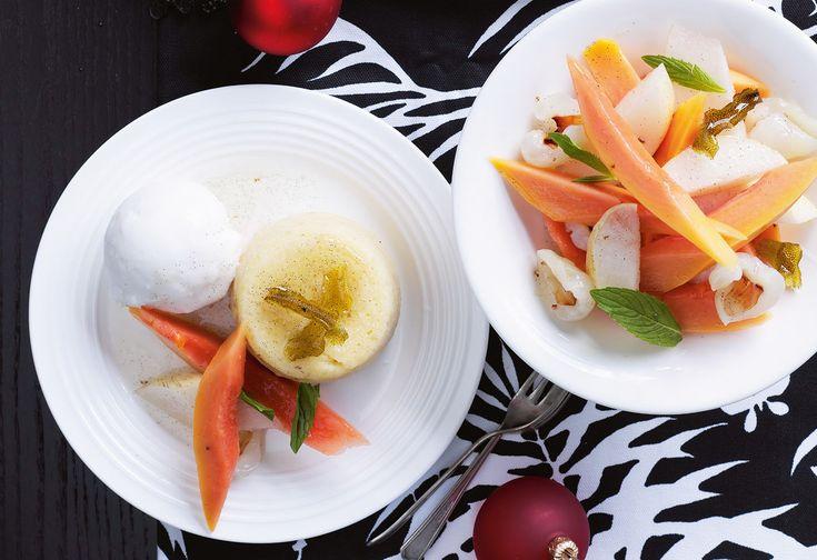 Gedünstete Limettenpuddings mit Kokossorbet und exotischem Fruchtsalat
