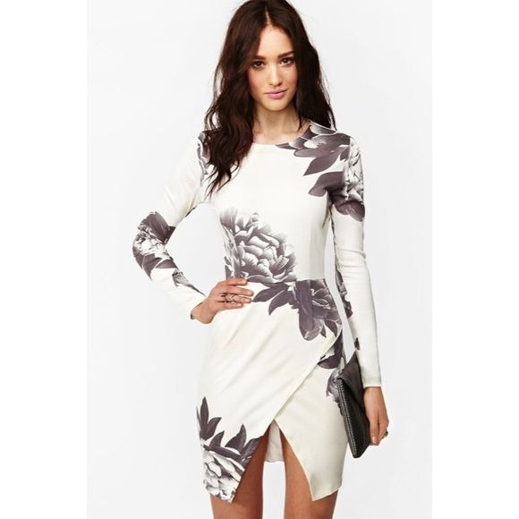 Maurie & Eve Madison dress Women's medium. Sold for $200+ on Nasty Gal. Off white with charcoal grey flower design. Has loose stitching on one hip where top meets bottom. Does not open to show skin, but just needs to be redeem to pull together. Never worn. Nasty Gal Dresses Midi