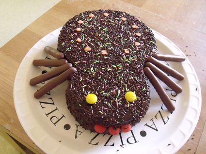 Gâteau marbré d'Halloween au glaçage chocolat dans le moule Demarle