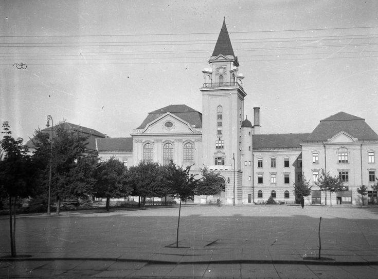 Kossuth tér, Városháza.