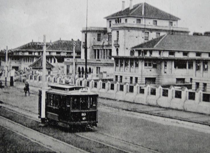 1930 Geelong tram passing the Lord Kitchener Hospital