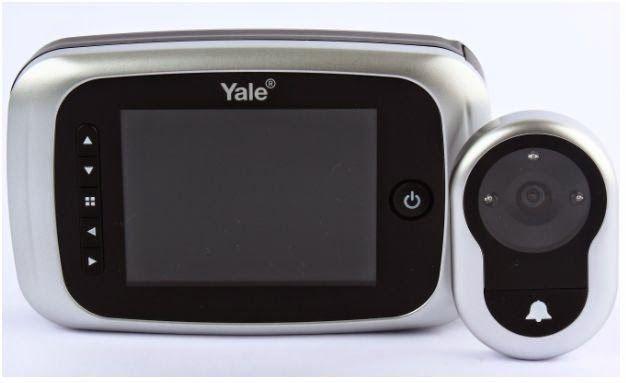 Blog da Revestir.com: Fique de olho! O Olho Mágico Digital Real View PRO Yale foi o vencedor do Prêmio Anamaco 2014 na categoria Inovações Tecnológicas. Tecnologia, aliada à segurança e ao design garantiram ao produto a premiação.     Vem acompanhado de tela de LCD, grava imagens com a data e horário em que foi acionado através de um memory card mesmo que não tenha ninguém no imóvel, tem visão de 110º e câmera com visão noturna.