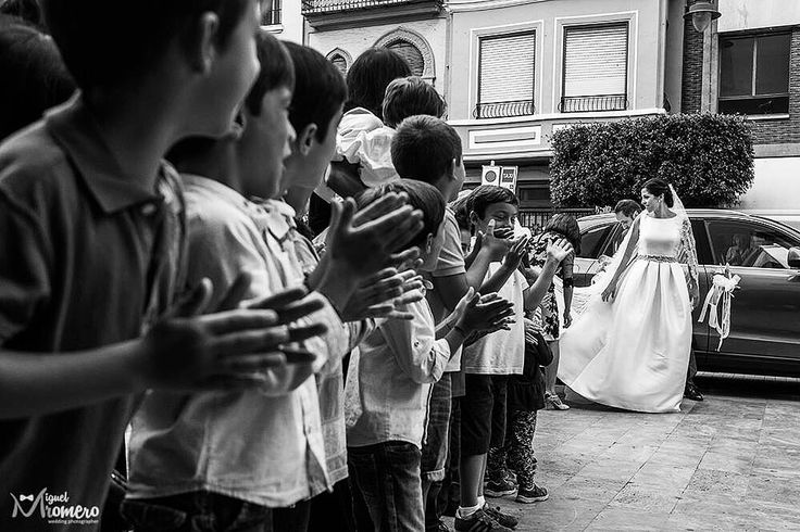 Bride and kids / Novia y niños  Fotógrafo de bodas en Valencia / Wedding photographer in Valencia, Spain  Miguel Romero  http://fotomiguelromero.es