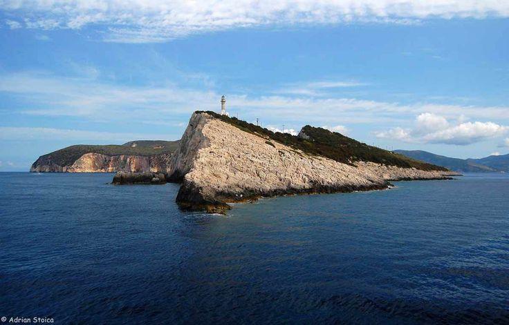 Navigam catre Cape Ducato, cel mai sudic punct al insulei. O limba de pamant si stanca serpuind adanc, in valuri, ca un crocodil urias...