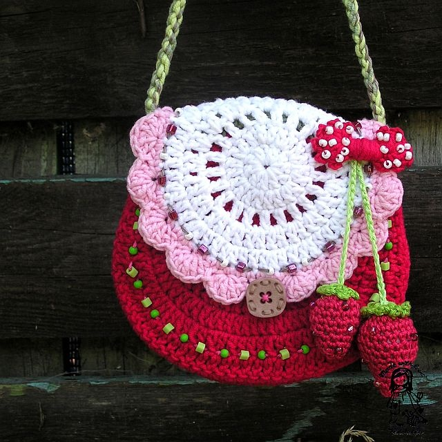 Minus the strawberries and shift the color pallet and you've got yourself a sweet little purse for even grown up girls!